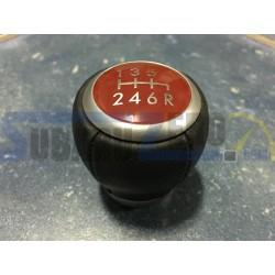 Pomo 6V fondo rojo STI - Subaru Impreza 2001-19, Legacy 2009-11
